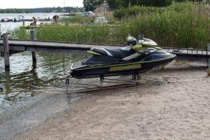 Klurig båtslip vattenskoter
