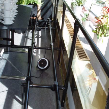 Platsbyggd soffa och bord